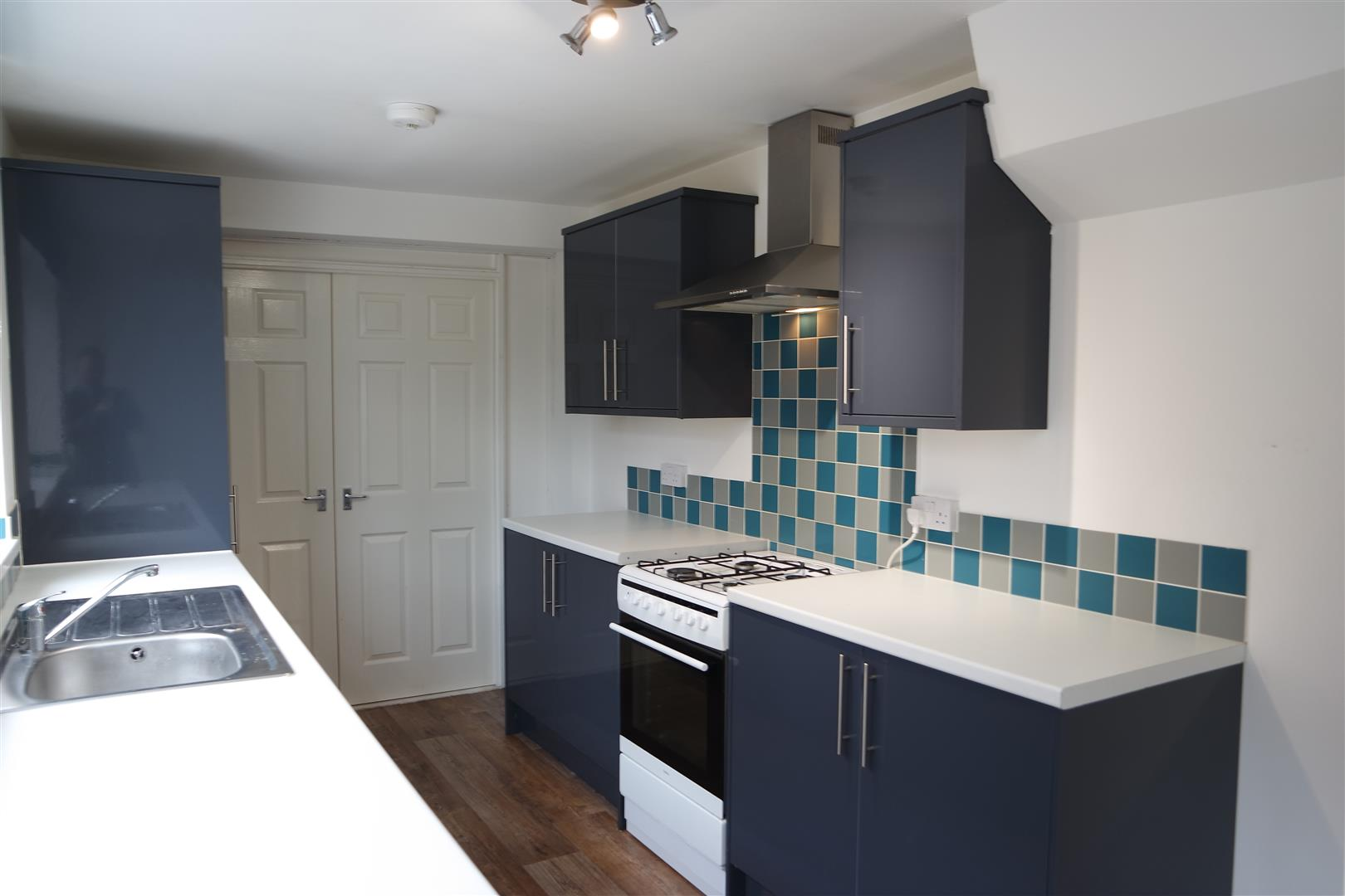 3 Bedrooms Semi Detached House for sale in Southwell Road West, Mansfield